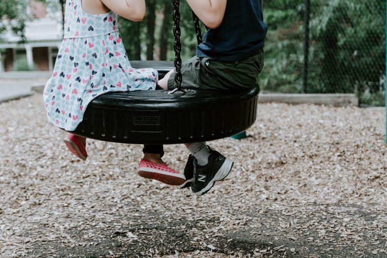 Różnice płci: Styl zabawy dziewczynek i chłopców. Dlaczego jest inny?