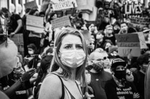 Protesty i aktualne wydarzenia. Czy i jak rozmawiać o nich z dziećmi?