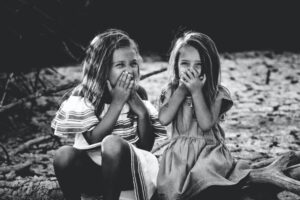 """Co mówić dziewczynkom zamiast """"Jak pięknie wyglądasz""""? 9 pomysłów dla każdego"""
